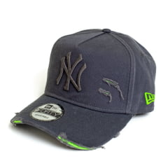 Boné New Era 940 Af Destroyed NY Yankees MLB Aba Curva Cinza Strapback